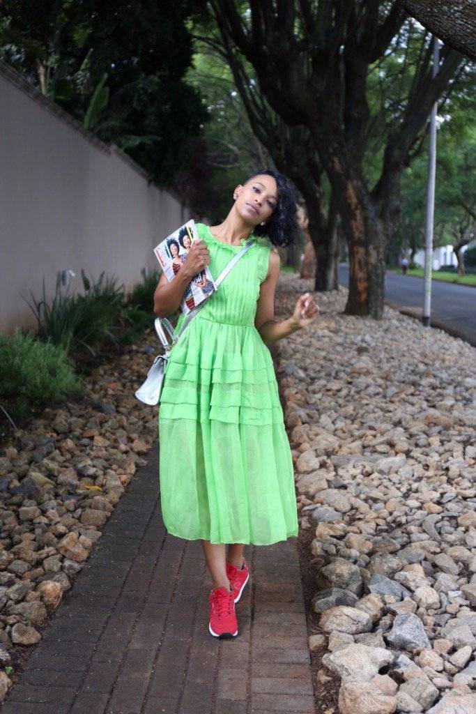 MAXI DRESS AND SNEAKERS: THE LATEST TREND THAT IS CATCHING ON